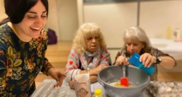 Atelier confection de biscuits pour des personnes âgées isolées