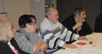 Les membres de l'atelier discussion en plein débat pendant le Beau Dimanche !